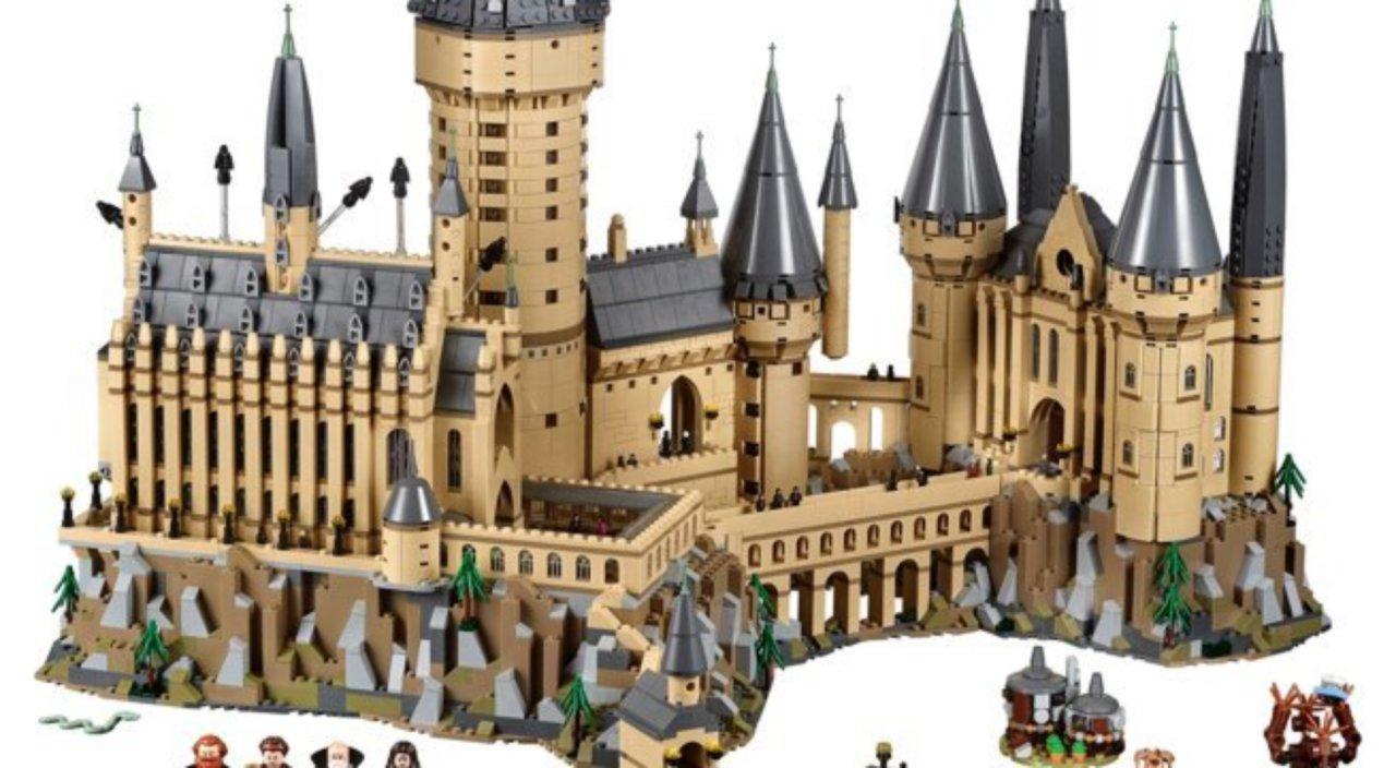 harry potter fans are you ready for lego hogwarts. Black Bedroom Furniture Sets. Home Design Ideas